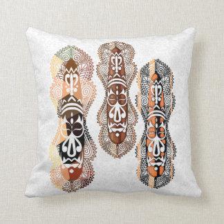 Falsa almohada aborigen/africana de las máscaras
