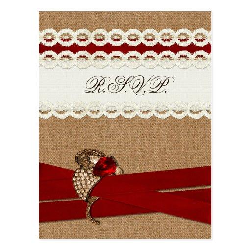 FALSA arpillera y cordón con el rsvp rojo del boda Tarjetas Postales