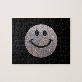Falsa cara de plata del smiley del brillo puzzle con fotos