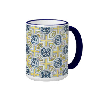 Falsa taza de café amarilla azul geométrica de la
