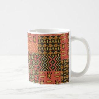 Falsa taza de café tribal egipcia del remiendo