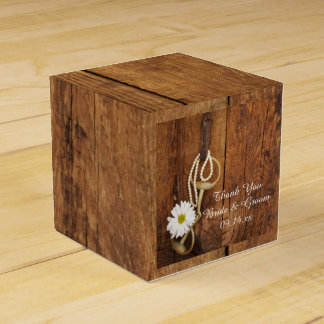 Falso boda occidental mordido de la margarita del caja para regalos