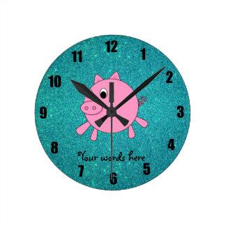 Falso brillo de la turquesa del cerdo rosado reloj redondo mediano