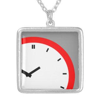 Falso collar del tiempo de cara de reloj del reloj