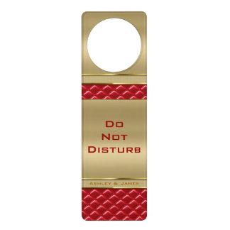 Falso cuero rojo acolchado oro metálico elegante colgador para puerta