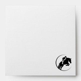 Falso Equestrian. de aluminio cepillado Sobre