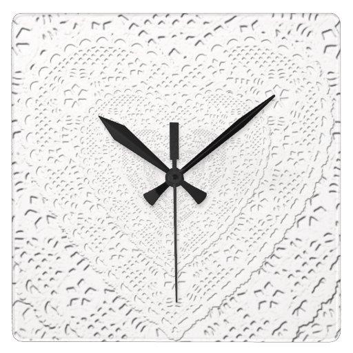 Falso fondo blanco de la tela del cordón reloj cuadrado