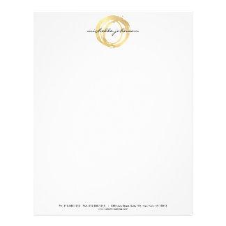 Falso logotipo pintado oro de lujo del diseñador membrete a diseño