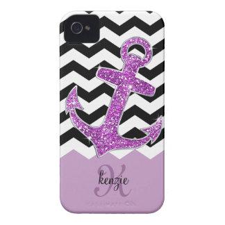 Falso monograma púrpura femenino de Chevron del an iPhone 4 Fundas