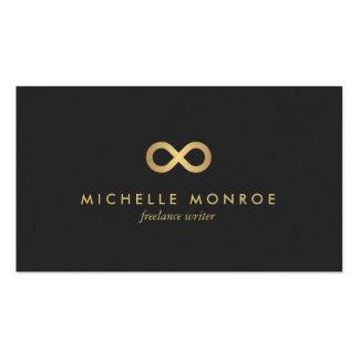 Falso símbolo elegante del infinito del oro en tarjetas de visita