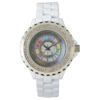 Falsos compas en la rueda de color relojes