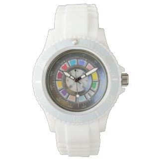 Falsos compas en la rueda de color relojes de mano