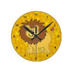 Falsos león del bordado y reloj lindos de las estr