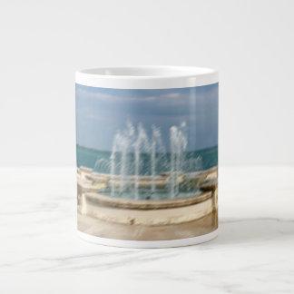 Falta de definición coralina del bosquejo del agua taza de café gigante