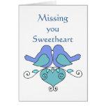 Faltándole corazón floral de los Lovebirds azules  Tarjetón