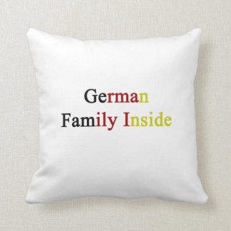 Familia alemana dentro cojines