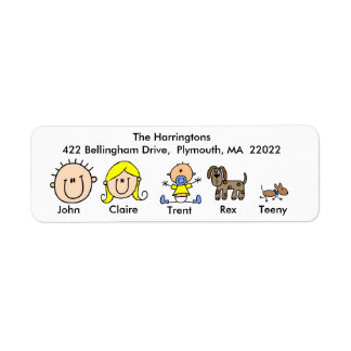 Familia con dos etiquetas de dirección de los perr