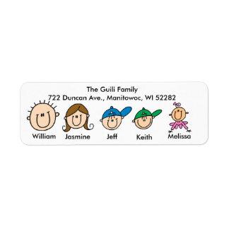Familia con tres etiquetas de dirección de los