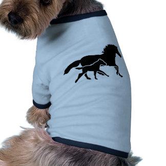 Familia corriente del caballo camiseta con mangas para perro