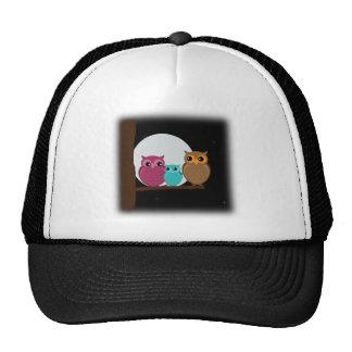 Familia de búhos gorras