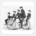 Familia de ciclo - ejemplo de la bicicleta del vin calcomanías cuadradass personalizadas