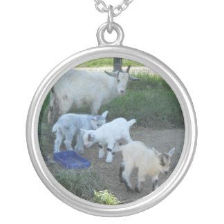 Familia de la cabra del bebé colgante redondo
