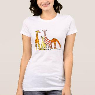 Familia de la jirafa en la camiseta de la mujer