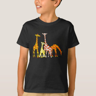 Familia de la jirafa en la camiseta del niño
