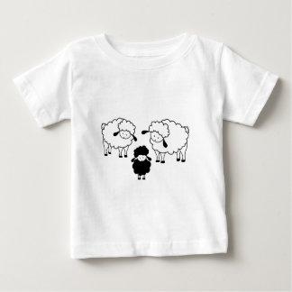 Familia de las ovejas negras tee shirt