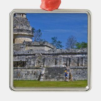 Familia de maya antiguo del pasado del paseo de lo ornatos
