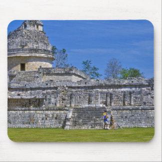 Familia de maya antiguo del pasado del paseo de lo tapete de ratón