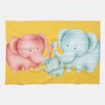 Familia de papá y de bebé de la mamá de los elefan toalla de mano