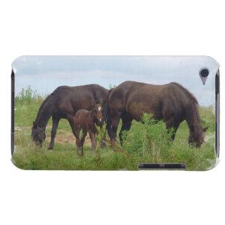 Familia del caballo que pasta el caso de iTouch Barely There iPod Fundas