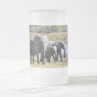 Familia del elefante jarra de cerveza esmerilada