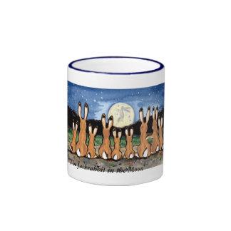 Familia del Jackrabbit que mira la luna, taza de c