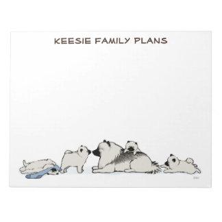 Familia del Keeshond con el calcetín azul Bloc De Notas