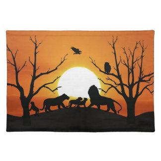 Familia del león en la puesta del sol manteles individuales