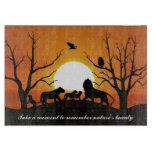 Familia del león en la puesta del sol tabla para cortar