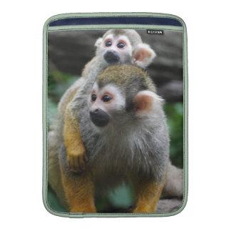 Familia del mono de ardilla funda para macbook air