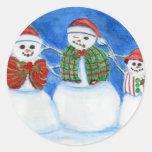 Familia del muñeco de nieve del navidad, mano pegatina redonda