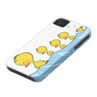 Familia del pato de la natación iPhone 4 cobertura