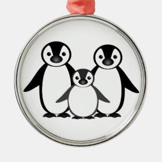 Familia del pingüino adorno navideño redondo de metal