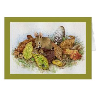Familia del ratón en las hojas felicitación