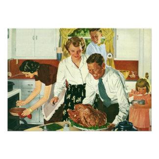 Familia del vintage que cocina la cocina de la cen comunicado personal