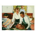 Familia del vintage que cocina la cocina de la cen tarjeta postal