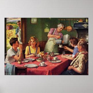 Familia del vintage que come el desayuno en la coc impresiones