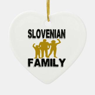 Familia eslovena adorno de cerámica en forma de corazón