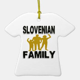 Familia eslovena adorno de cerámica en forma de playera