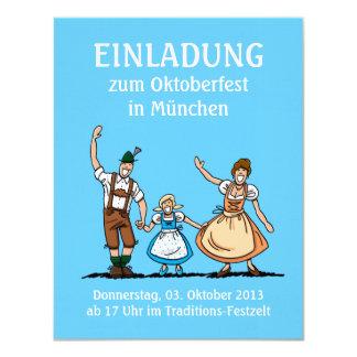 Familia feliz de Oktoberfest de la invitación