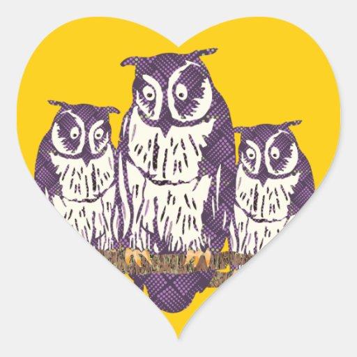 Familia geométrica estilizada púrpura del búho pegatina en forma de corazón